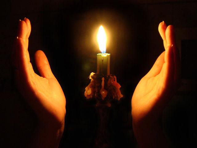 Заговор для освящения свечи
