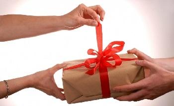 Какие подарки нельзя дарить. Приметы